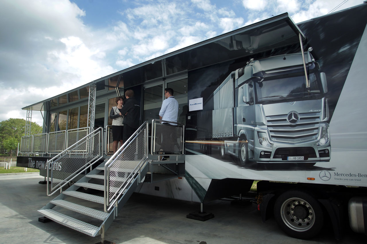 Caravana camioanelor mercedes benz euro vi ajunge n for 2014 mercedes benz truck