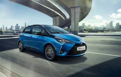 toyota yaris hybrid auto testdrive. Black Bedroom Furniture Sets. Home Design Ideas