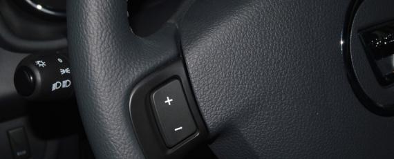 Comenzile de pe volan pentru tempomat
