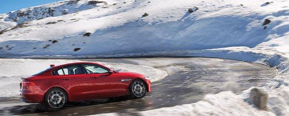 Jaguar XE (02)