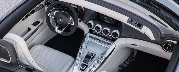 Noul Mercedes-AMG GT Roadster (03)