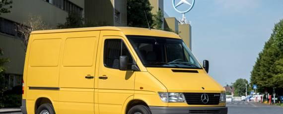 Mercedes-Benz - istoria interiorului (01)