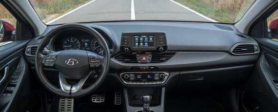 Test Hyundai i30 1.4 DIG-T 7DCT (17)