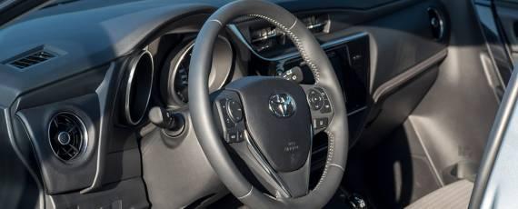 Test Toyota Auris Hybrid Black Edition (14)