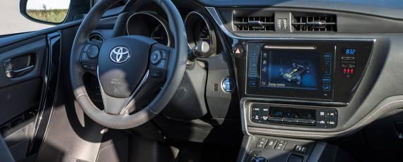 Test Toyota Auris Hybrid Black Edition (15)