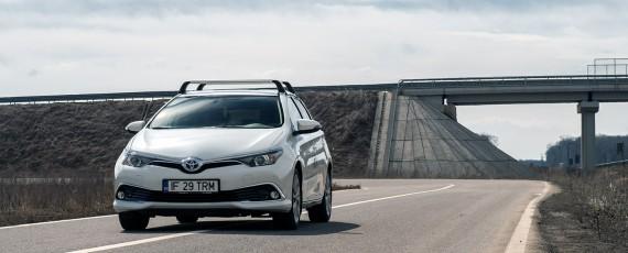 Test Toyota Auris Hybrid facelift (01)