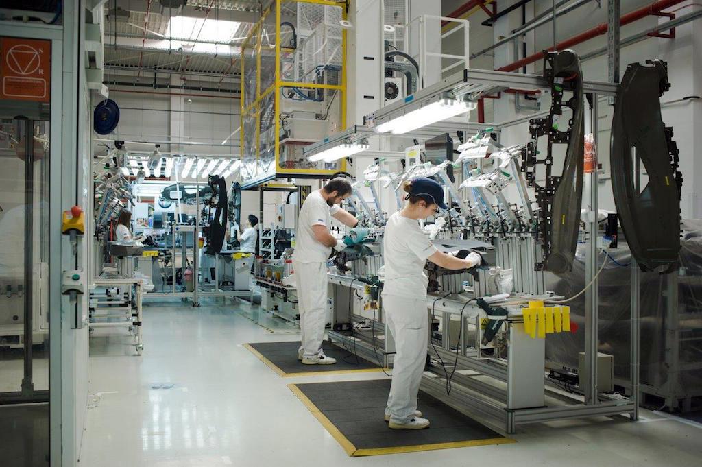 Range Rover Velar >> Faurecia a deschis o nouă fabrică pentru componente auto ...