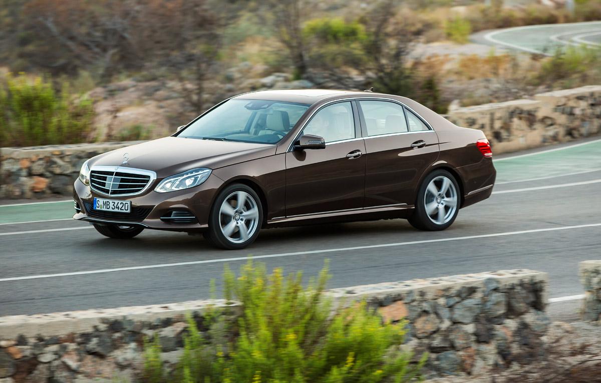 Mercedes benz recheam n service aproape de for Mercedes benz field