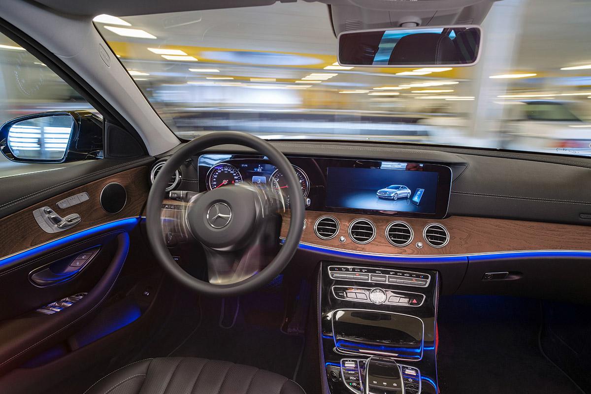 Mercedes benz colaboreaz cu bosch pentru a dezvolta for Parking at mercedes benz superdome