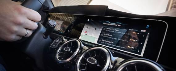 Mercedes-Benz MBUX - video