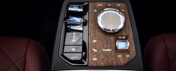 Noul BMW iX (06)