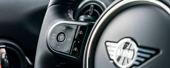 Noul MINI Hatch 5 uși (07)
