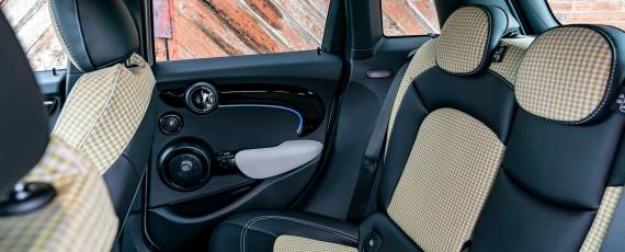 Noul MINI Hatch 5 uși (05)