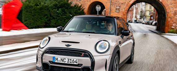 Noul MINI Hatch 5 uși (01)