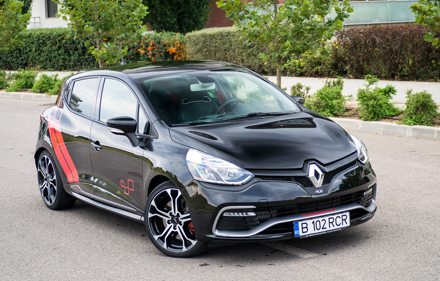 test drive renault clio rs 220 trophy auto testdrive. Black Bedroom Furniture Sets. Home Design Ideas