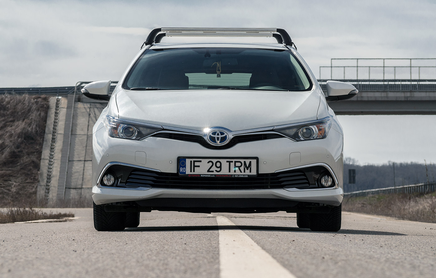 test drive toyota auris hybrid facelift auto testdrive. Black Bedroom Furniture Sets. Home Design Ideas