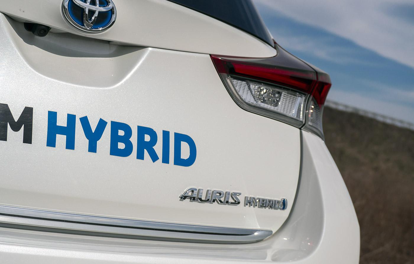 test drive toyota auris hybrid facelift auto testdrive. Black Bedroom Furniture Sets. Home Design Ideas