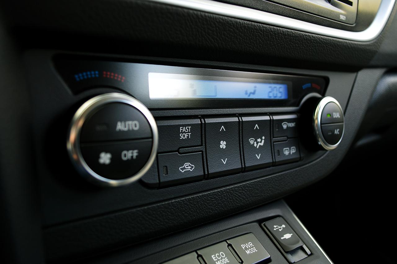 test drive noua toyota auris hybrid sol auto testdrive. Black Bedroom Furniture Sets. Home Design Ideas
